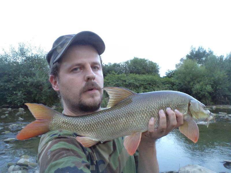 Brzana na spinning to dla mnie ci±gle ¶wie¿a sprawa, ale miniony rok zamkn±³em z kilkunastoma rybami wiêc nie jest ¼le :) Tu 66 cm szczê¶cia, na ma³ego twisterka